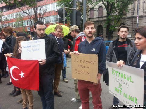 podrska demonsteantima u turskoj iz beograda