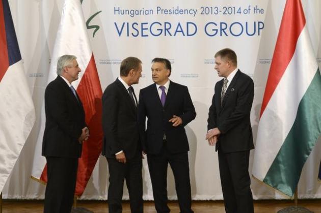 394981_visegradska-grupa-prime-ministers-jiri-rusnok-of-the-czech-donald-tusk-poland-viktor-orban-hungary-robert-fico-slovakia-ap_orig