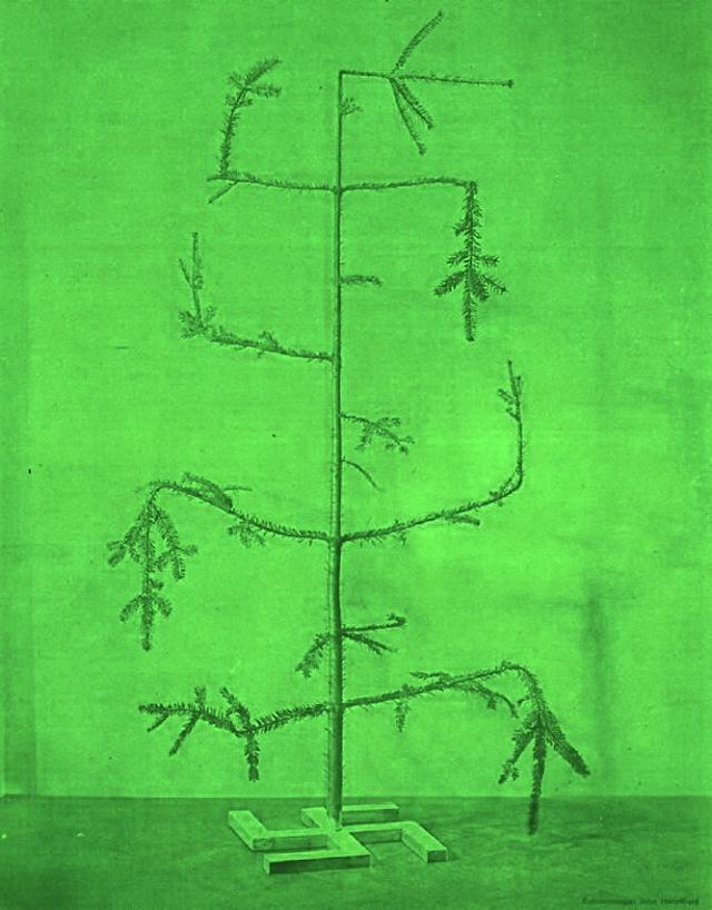 Evergreen by John Heartfield (1934) zeleno