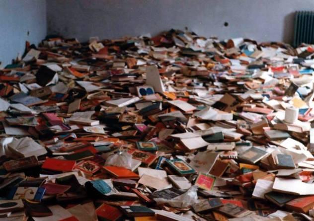 Školska biblioteka u Srbu, listopad 1998. (snimio Igor Galo)