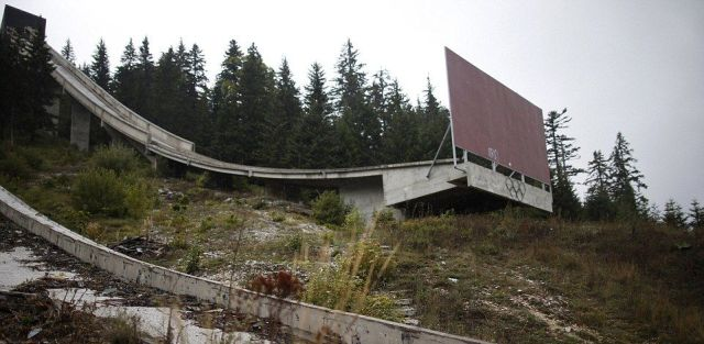 sta-je-ostalo-od-olimpijske-infrastrukture-u-sarajevu-sablasne-rusevine-grafiti-rupe-od-metaka_1