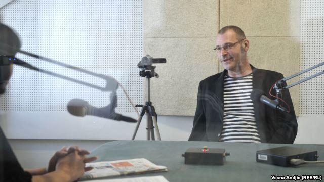 Vladimir Arsenijević u razgovoru sa novinarkom RSE Brankom Trivić u beogradskom studiju RSE, maj 2016.