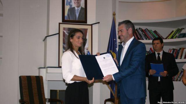 Zlatna Majlinda Kelmendi prilikom primanja nagrade u Prištini, 19. avgusta 2016.