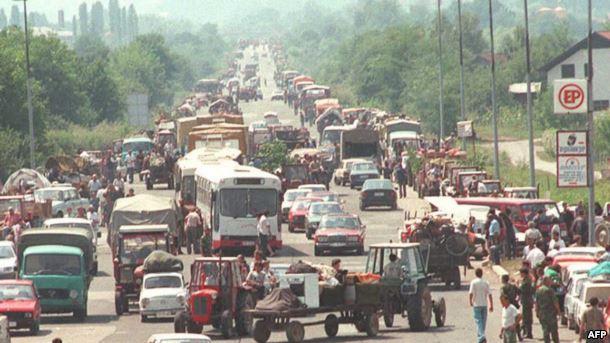 Izbegli iz Hrvatske na ulazu u Banjaluku, avgust 1995.