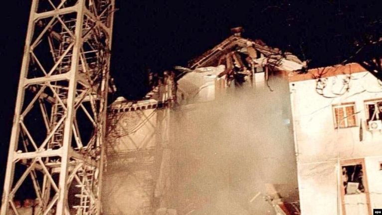 Zgrada RTS nakon bombardovanja